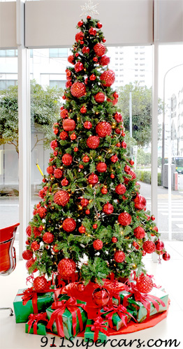 フェラーリ コーンズ クリスマスツリー Ferrari Cornes Christmas tree